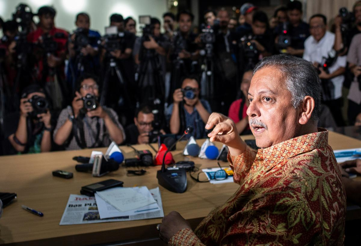 Former head of Indonesia state power firm cleared in graft case