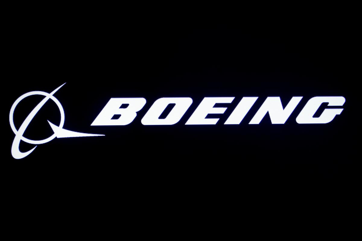 Boeing tests space taxi, one of three parachutes does not open