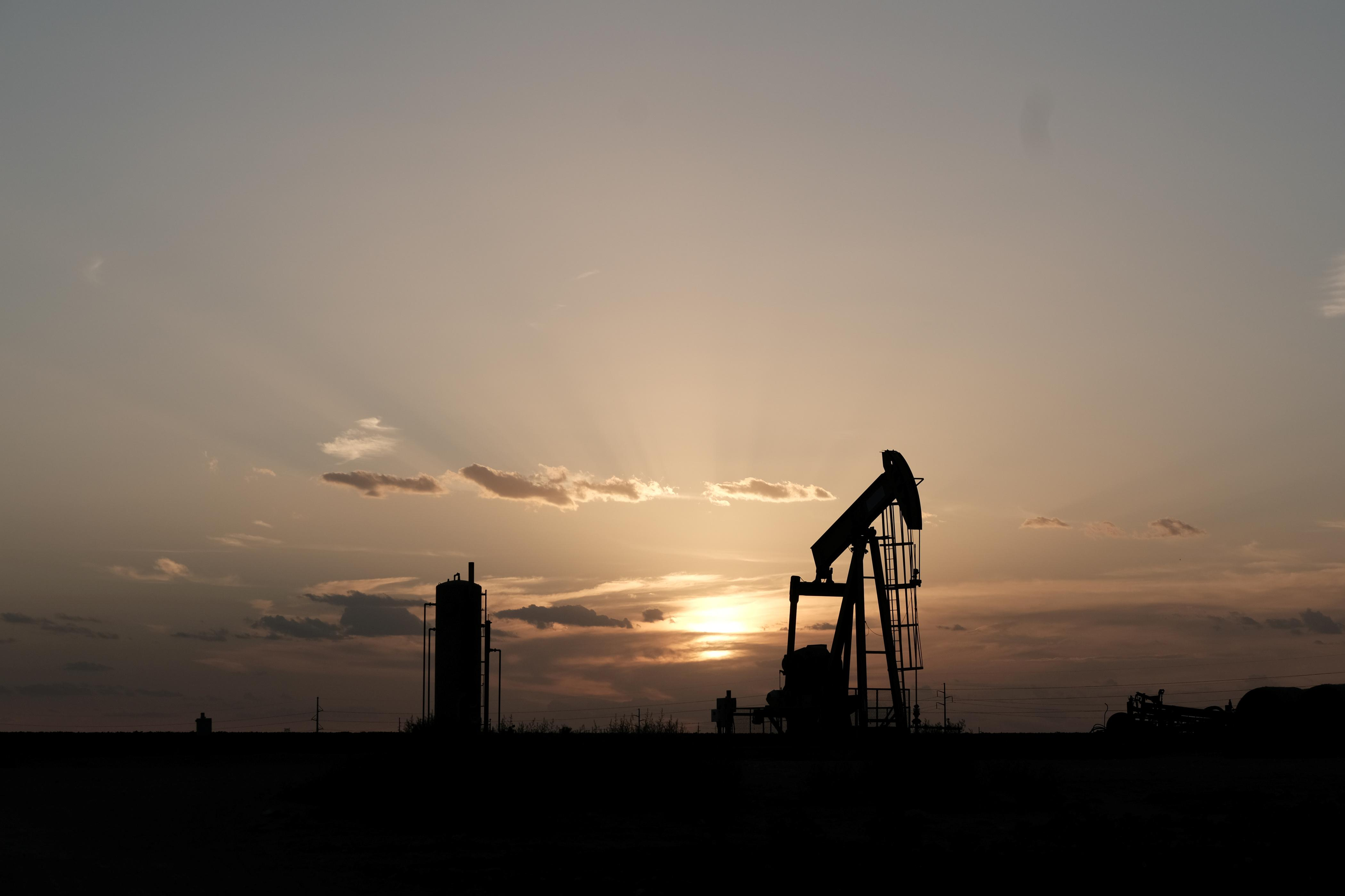 As U.S. crude oil goes global, hedging goes local