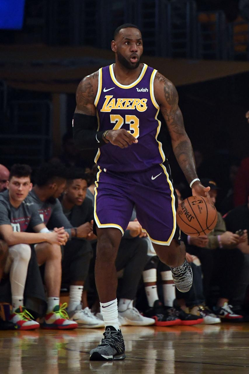 Lakers Get By Heat For Seventh Straight Victory Reuters