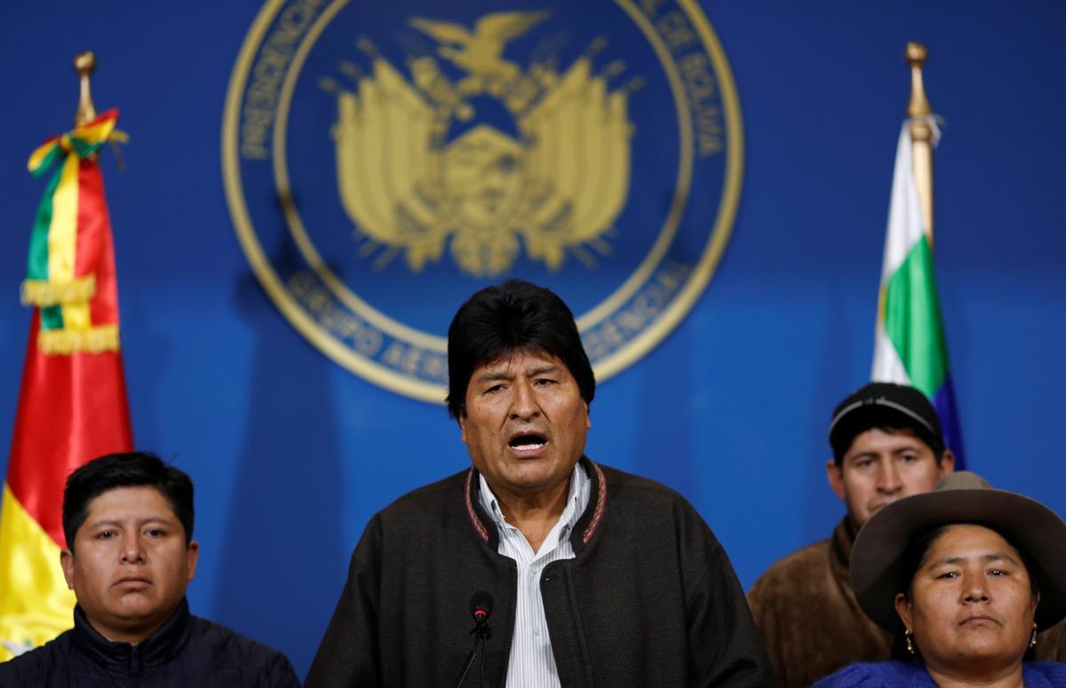 Áp lực đè nặng lên Morales của Bolivia khi những người ủng hộ từ chức sau những bất thường trong bầu cử