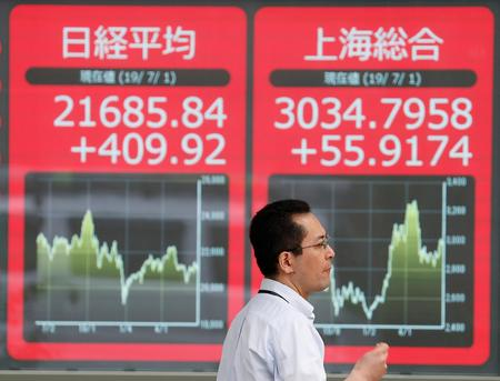 Asian stocks hit by trade confusion and HK unrest