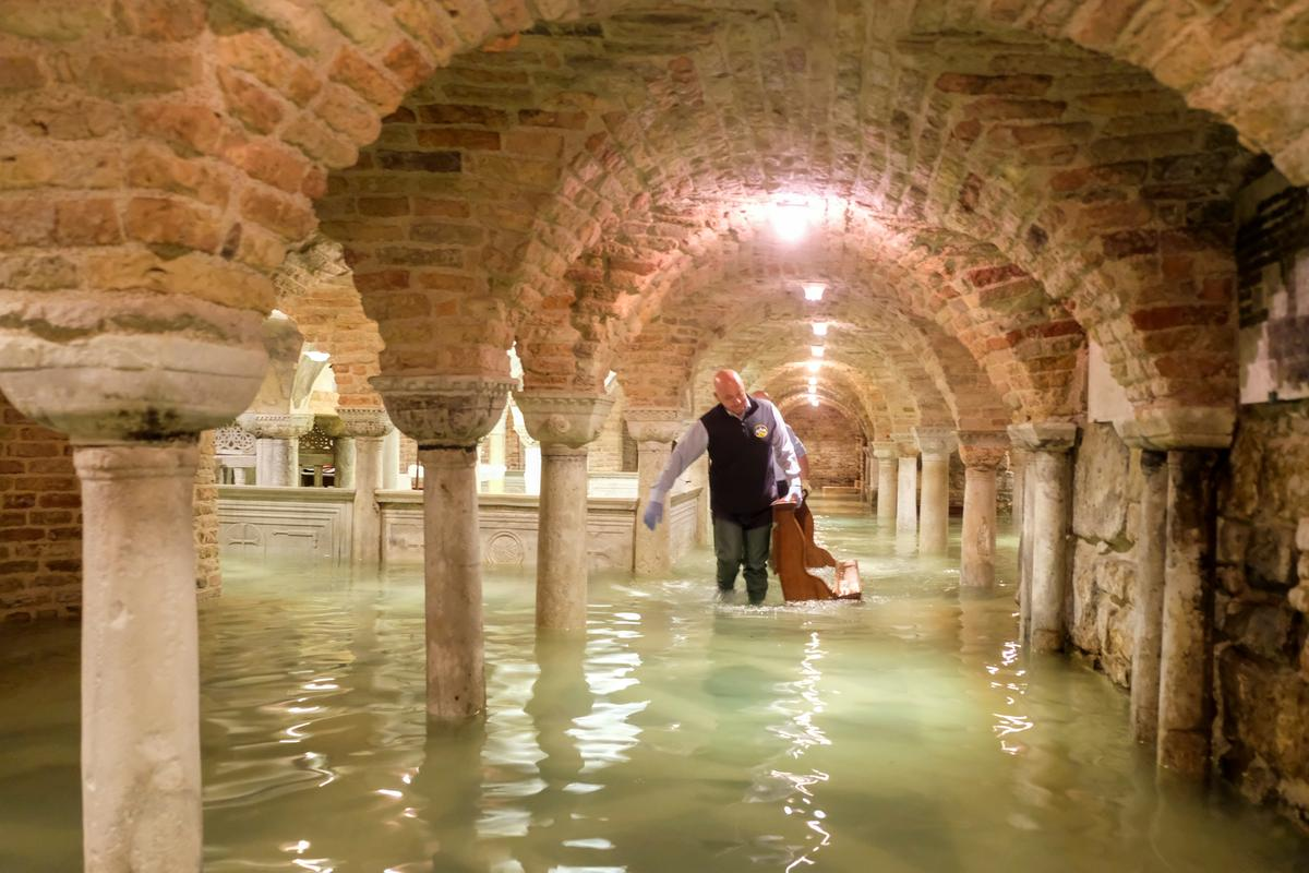 Climate change blamed as floods overwhelm Venice, swamping basilica and squares - Reuters