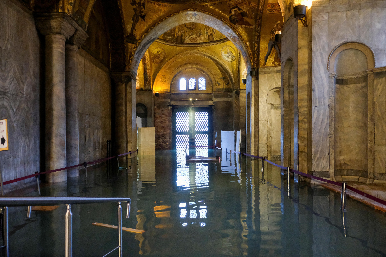 Venise dévastée par la deuxième marée la plus haute de l'histoire