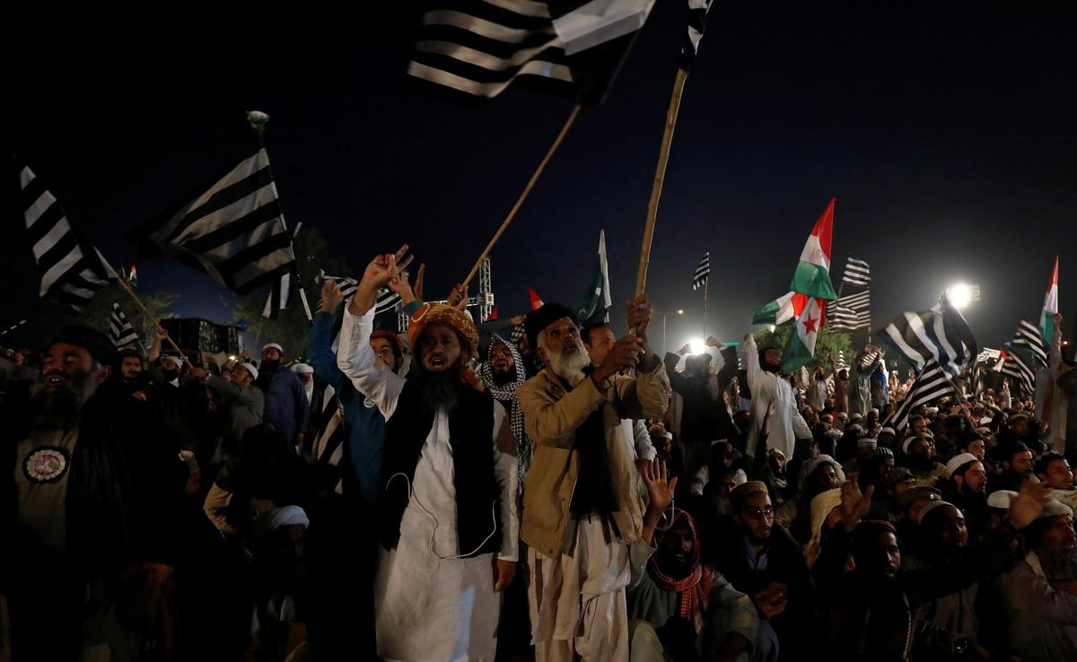 'Plan B': Pakistan anti-government protesters leave capital to...