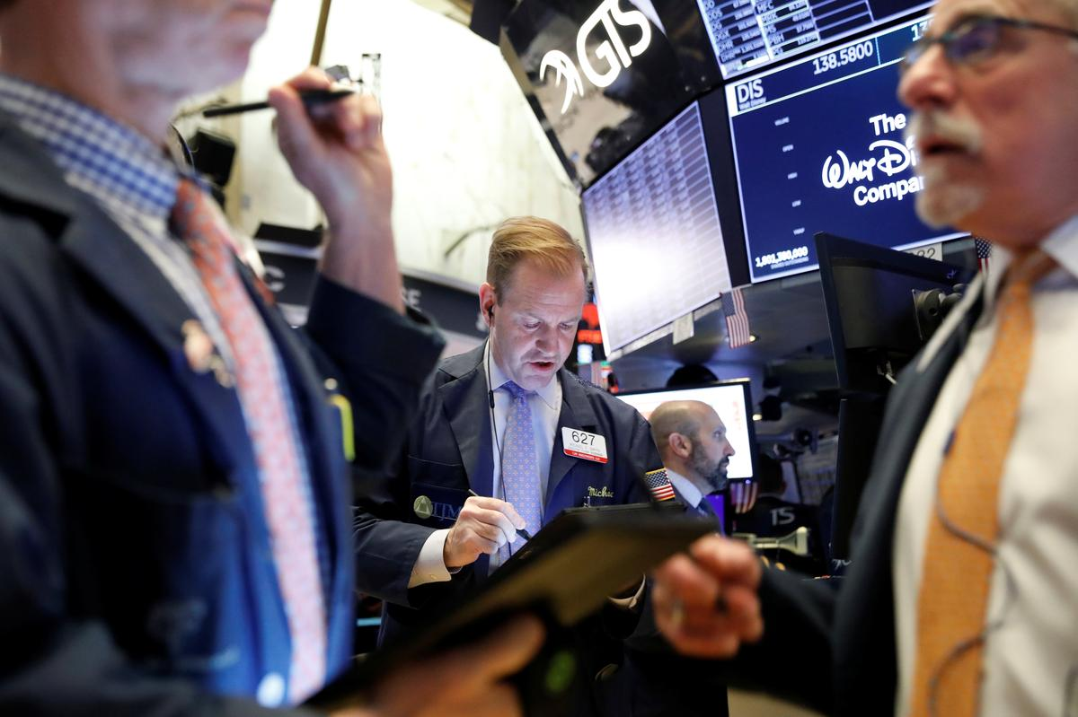 Trade deal hopes, earnings lift Wall Street futures