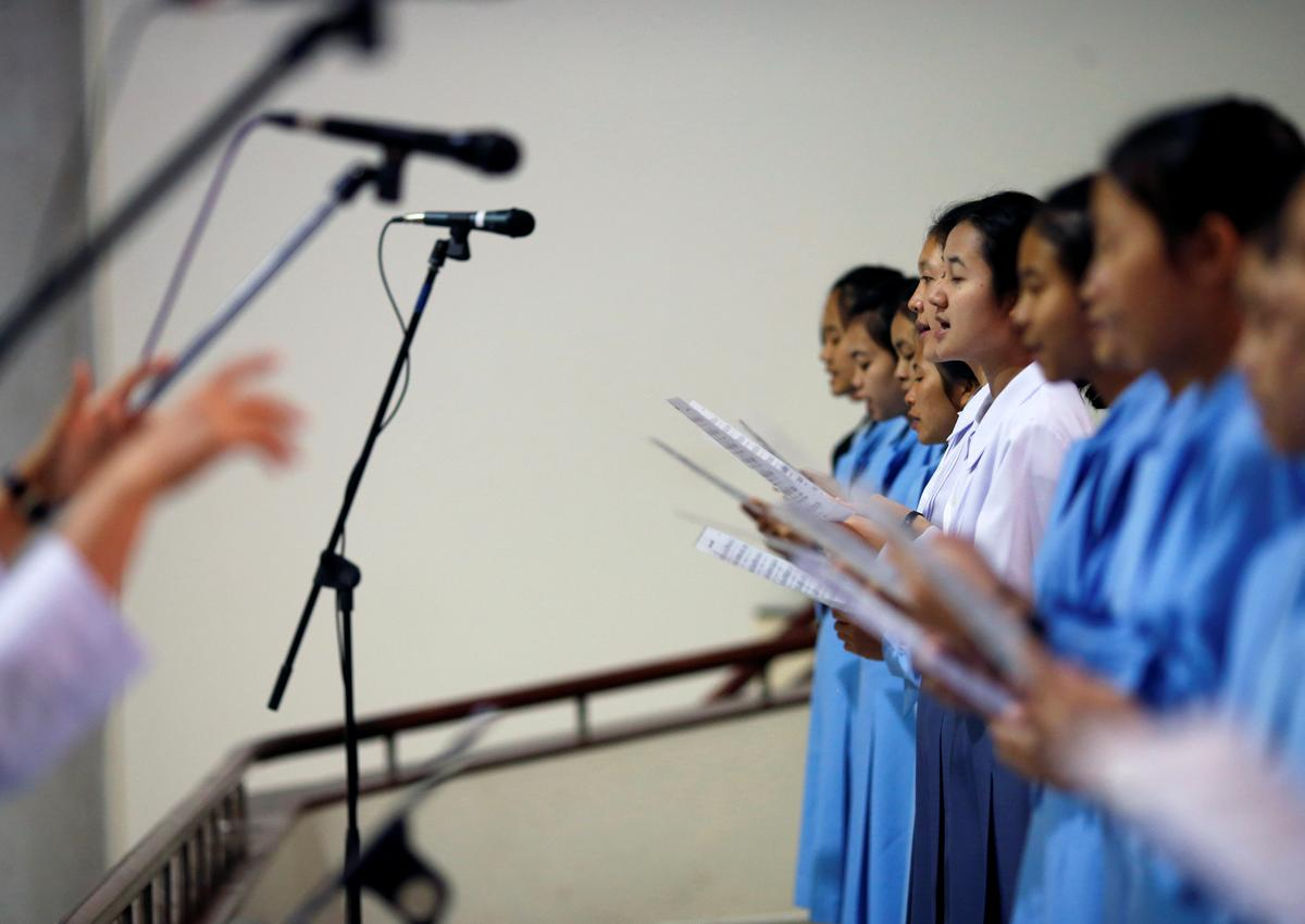 Catholic devotees in Thailand join choir for visit of Pope Francis