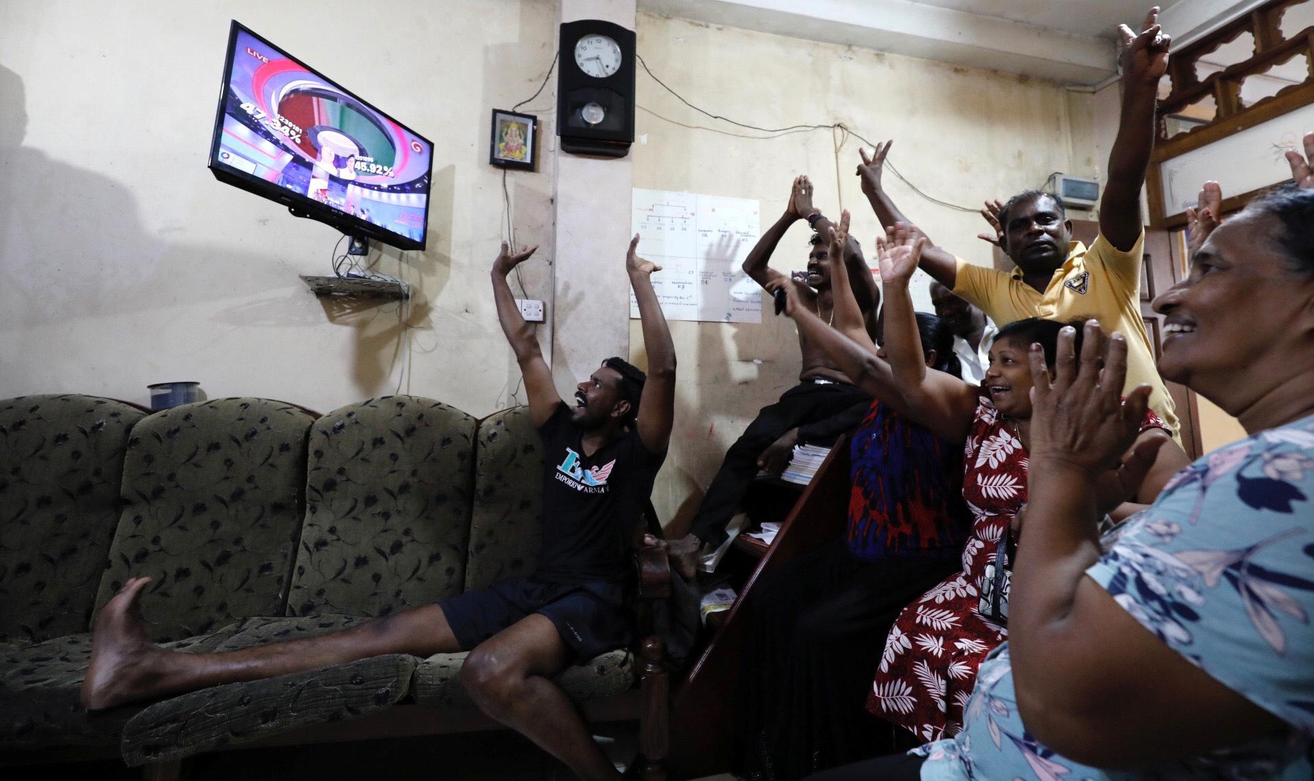 Rajapaksa, un homme fort du Sri Lanka, devrait devenir président après la défaite concédée de son rival