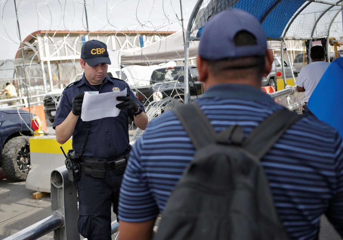 U.S. to change migration rules in a bid to send asylum seekers elsewhere