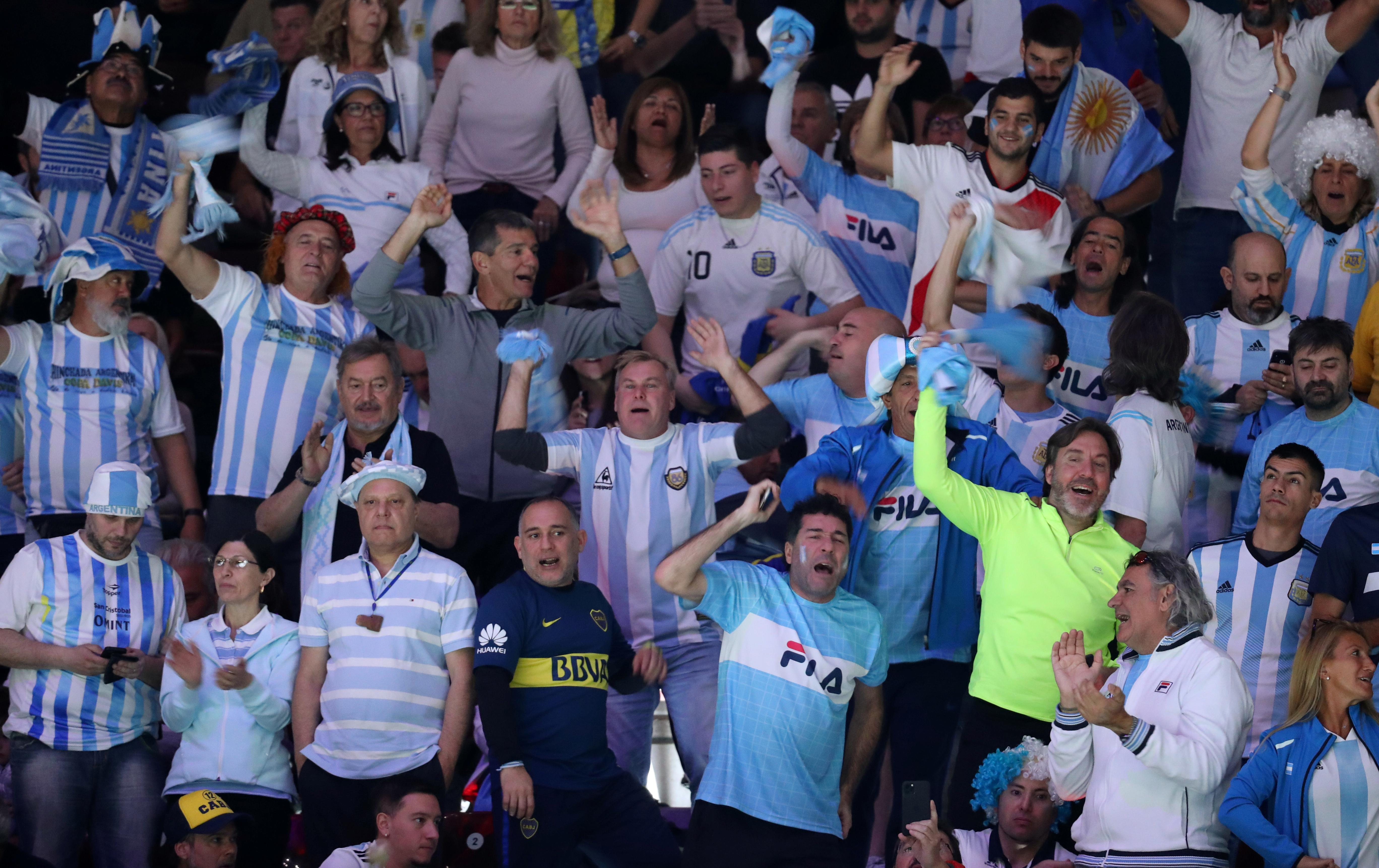 Argentina overpower Chile in Davis Cup opener