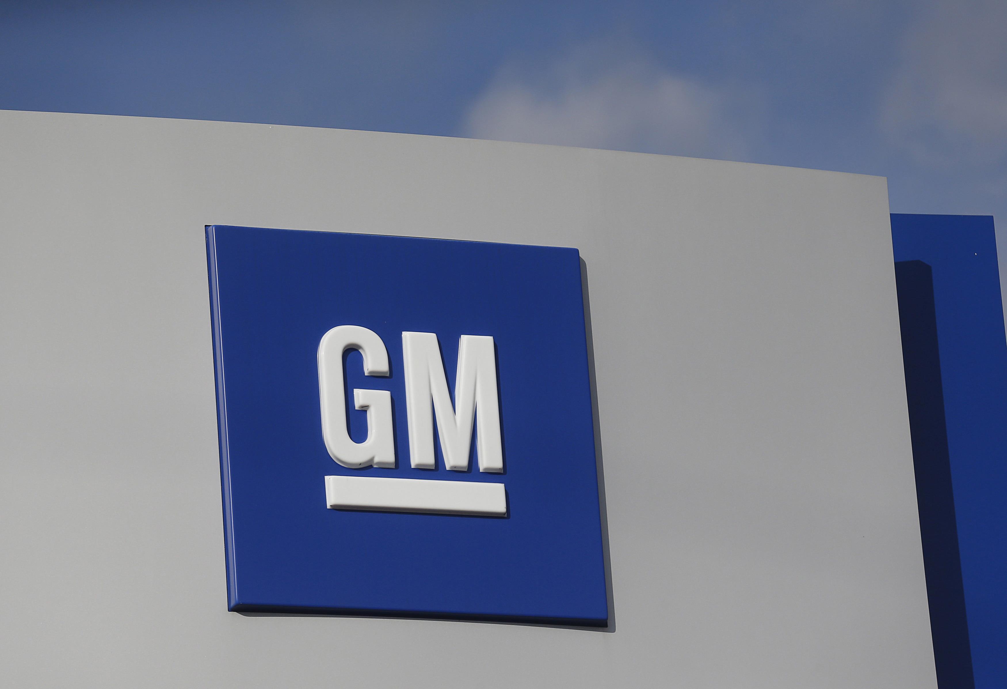 GM sues Fiat Chrysler, alleging union bribes cost it billions
