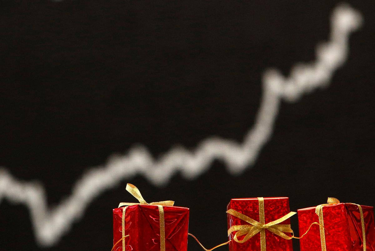 YOUR MONEY-Looking For Holiday Buys? Try E-commerce ETFs