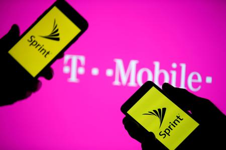 UPDATE 1-Texas settles with T-Mobile, Sprint over merger -statement