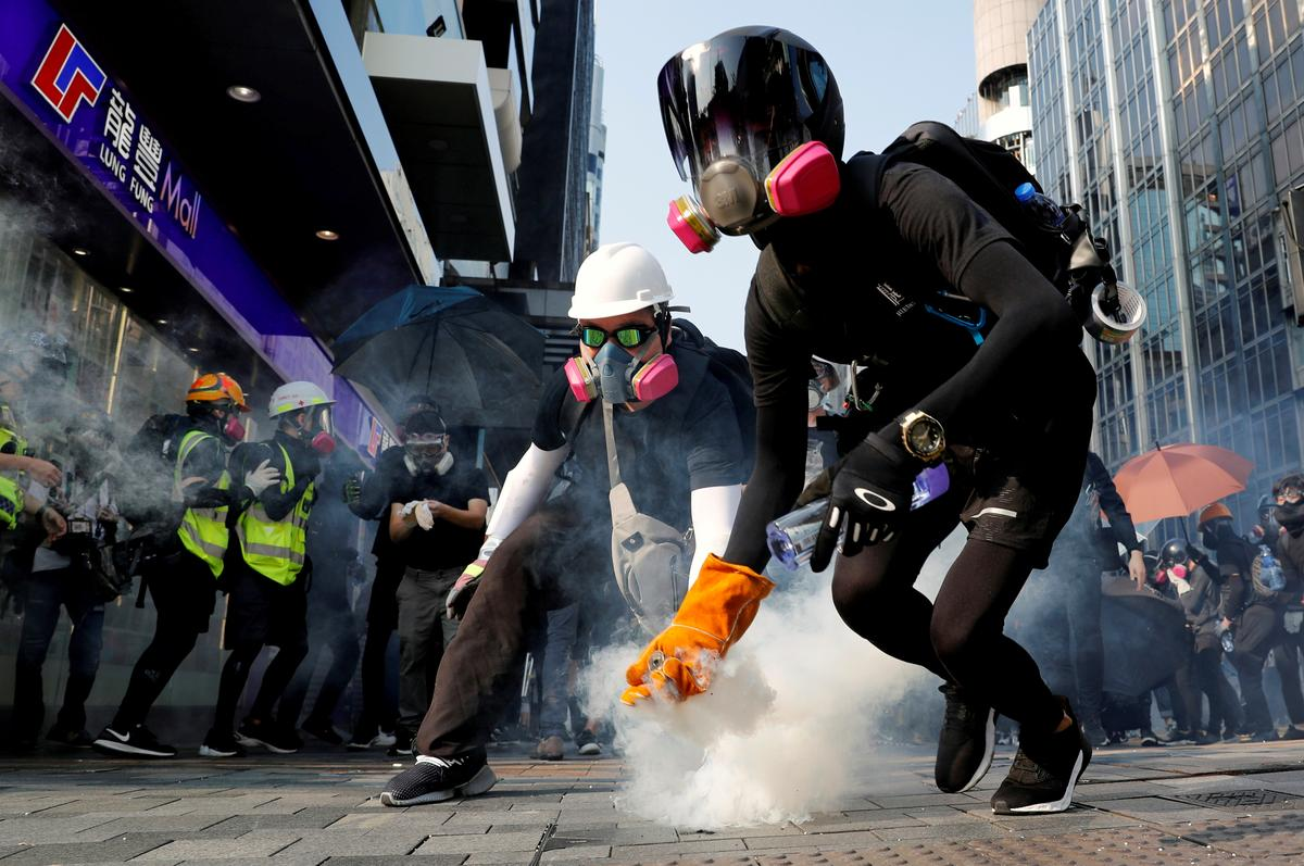 Trump approves legislation backing Hong Kong protesters