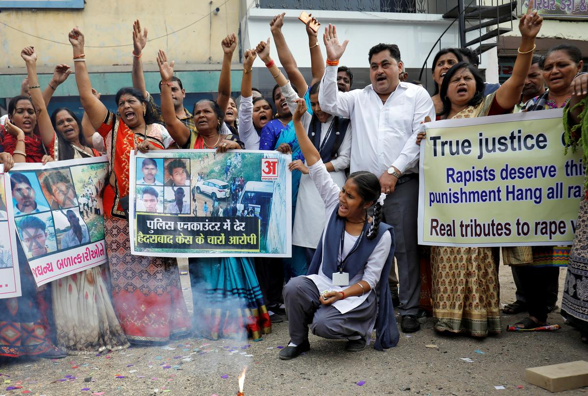Indian police kill four men suspected of gang rape, murder; draw cheers