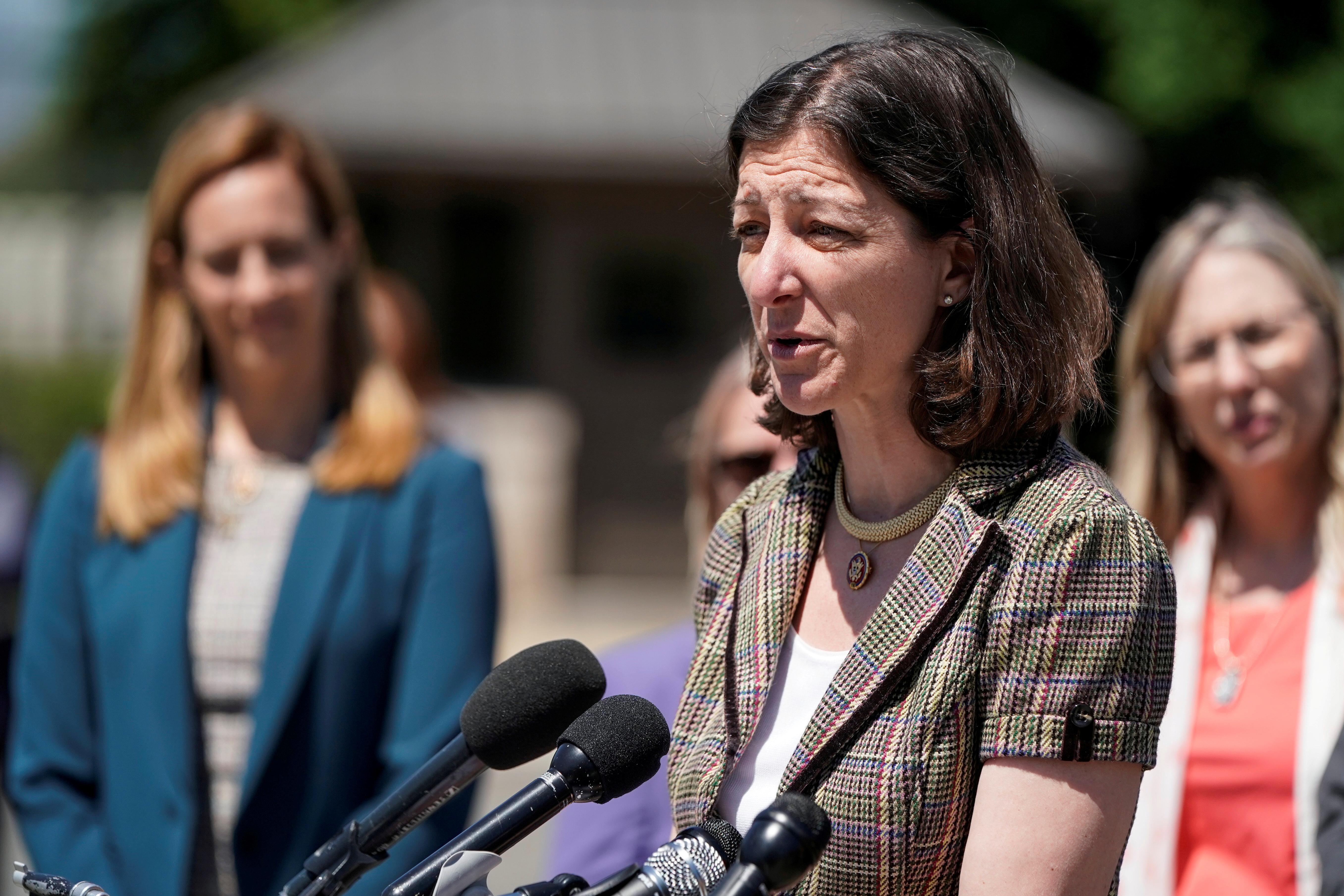 Des démocrates vulnérables au Congrès américain désireux d'aller au-delà de la destitution