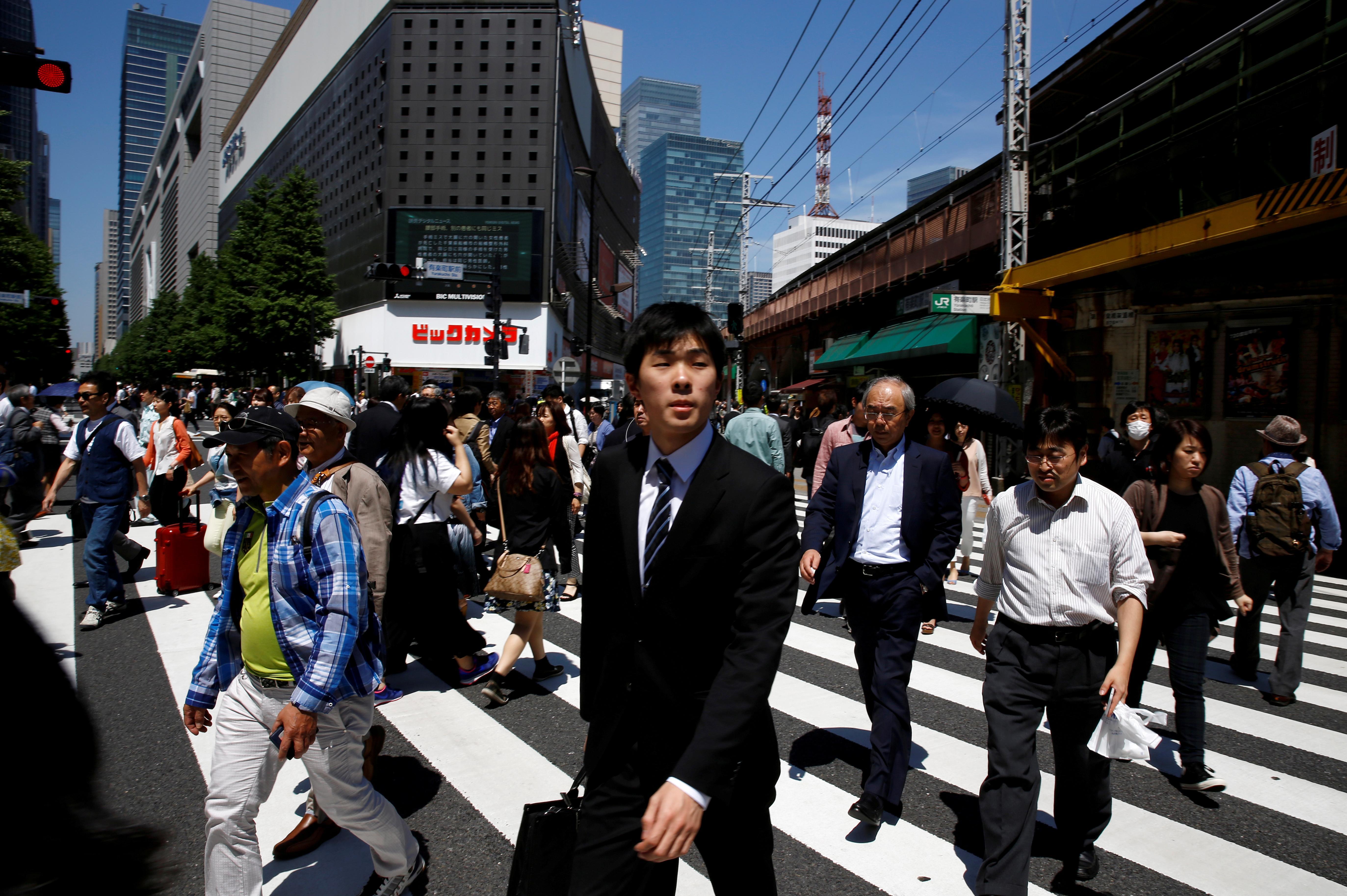 Japan service sector sentiment improves slightly in November:...