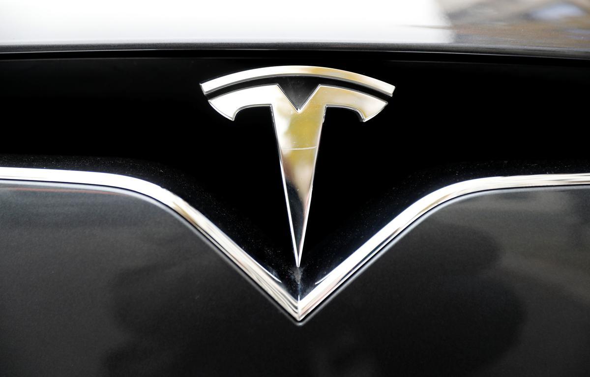 U.S. agency probes 12th Tesla crash tied to possible Autopilot use