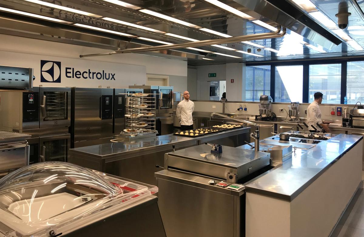 Electrolux sees extra U.S. costs hitting fourth quarter earnings