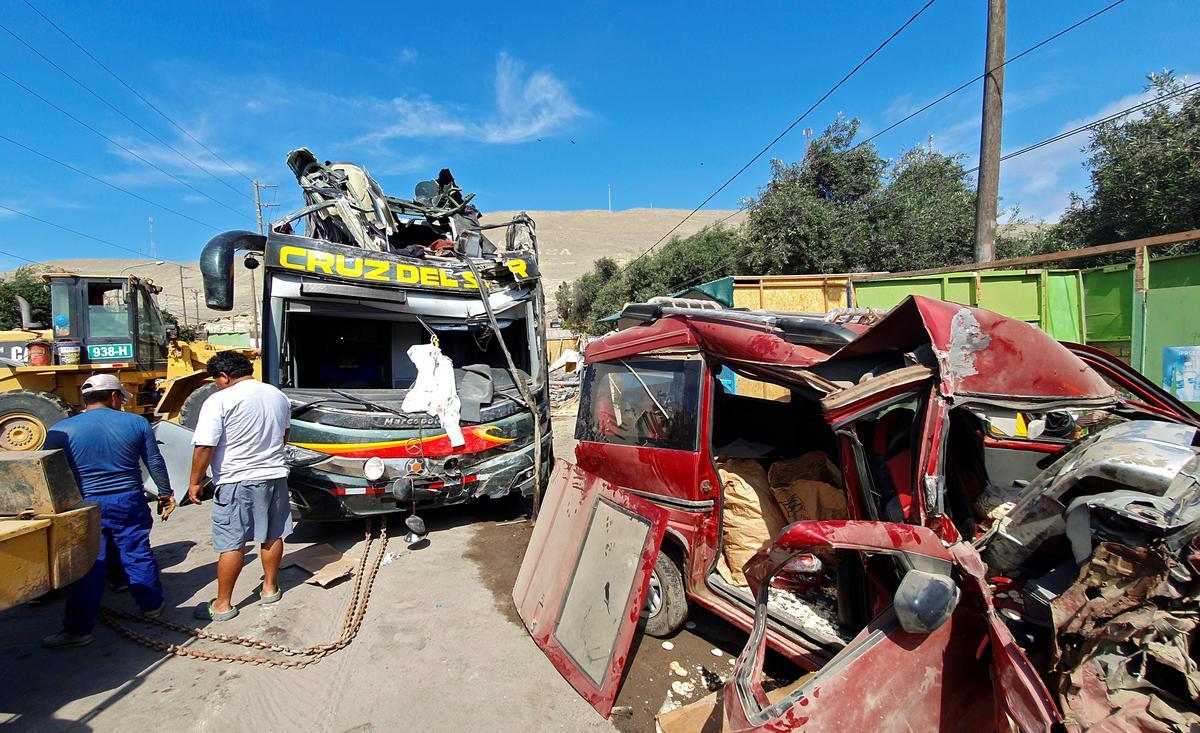 Highway crash in Peru kills 16, including two Germans