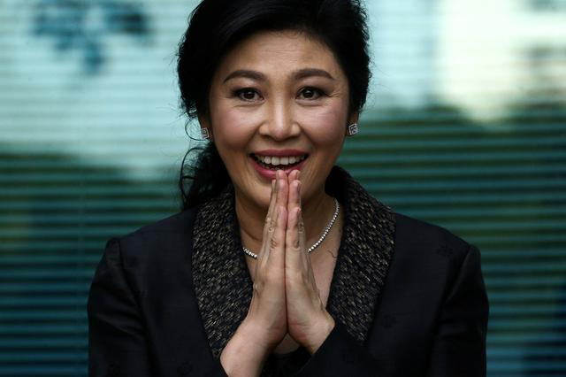 FILE PHOTO: FILE PHOTO: Former Thai prime minister Yingluck Shinawatra greets supporters as she arrives at the Supreme Court in Bangkok, Thailand, August 1, 2017. REUTERS/Athit Perawongmetha/File Photo