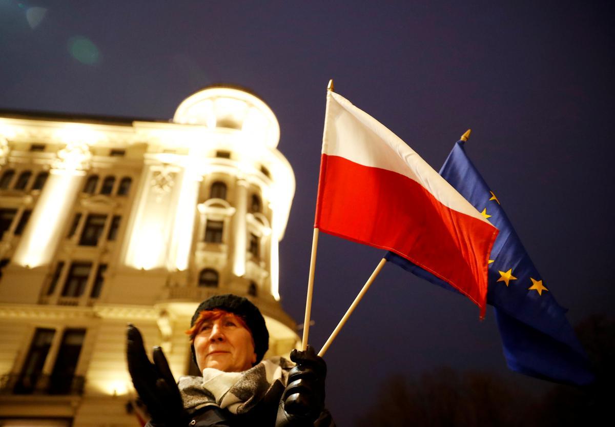 Thousands protest against Poland's plan to discipline judges