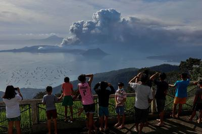 Rumbling volcano shuts down Philippine capital