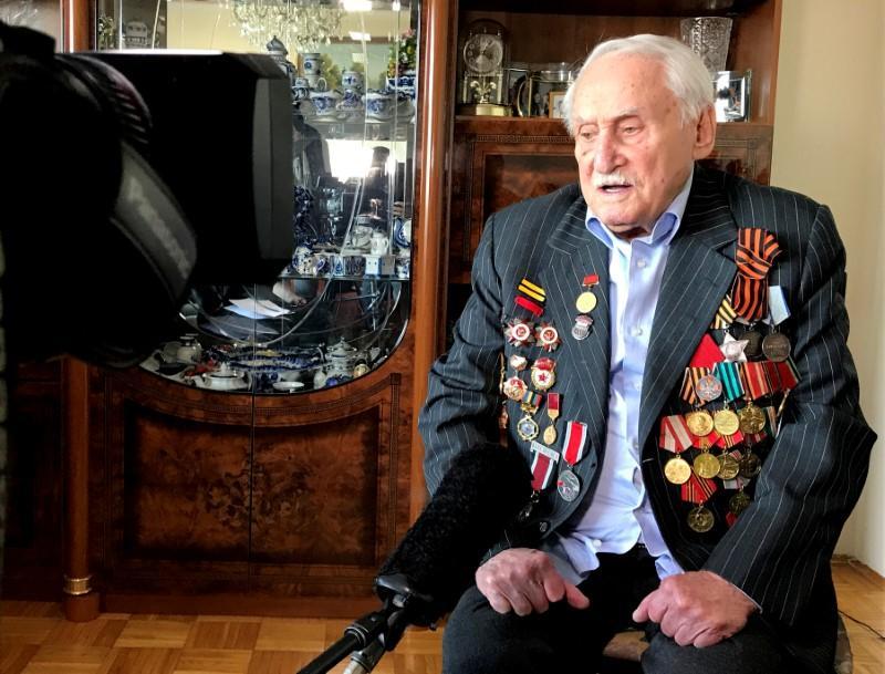 'Only eyes': Auschwitz liberator recalls death camp inmates 75...