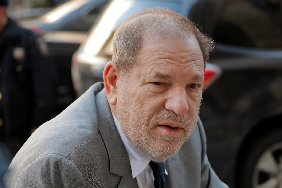 Lawyers in Weinstein rape case begin questioning potential jurors