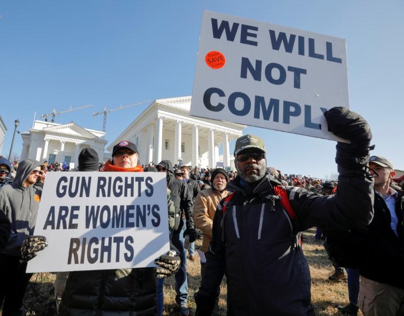 Des militants américains des droits des armes à feu se rassemblent contre les propositions de lois sur les armes à feu en Virginie
