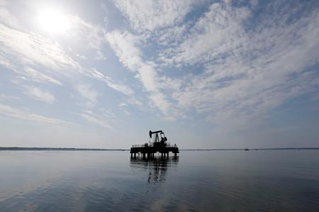 Oil market shrugs off Libya crisis