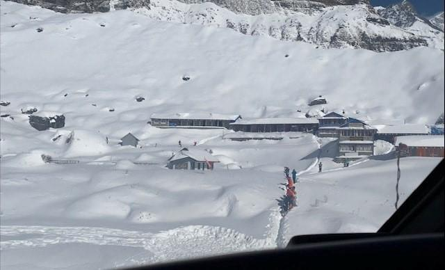 Rescuers dig for trekkers missing in Nepal avalanche