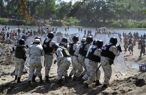 U.S.-bound migrants clash with Mexican forces
