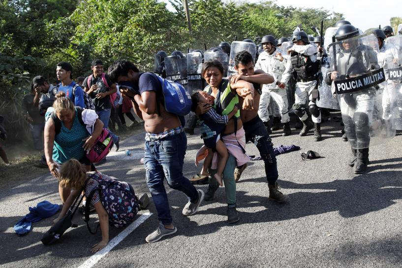 Migrants enter Mexico under watch of security forces