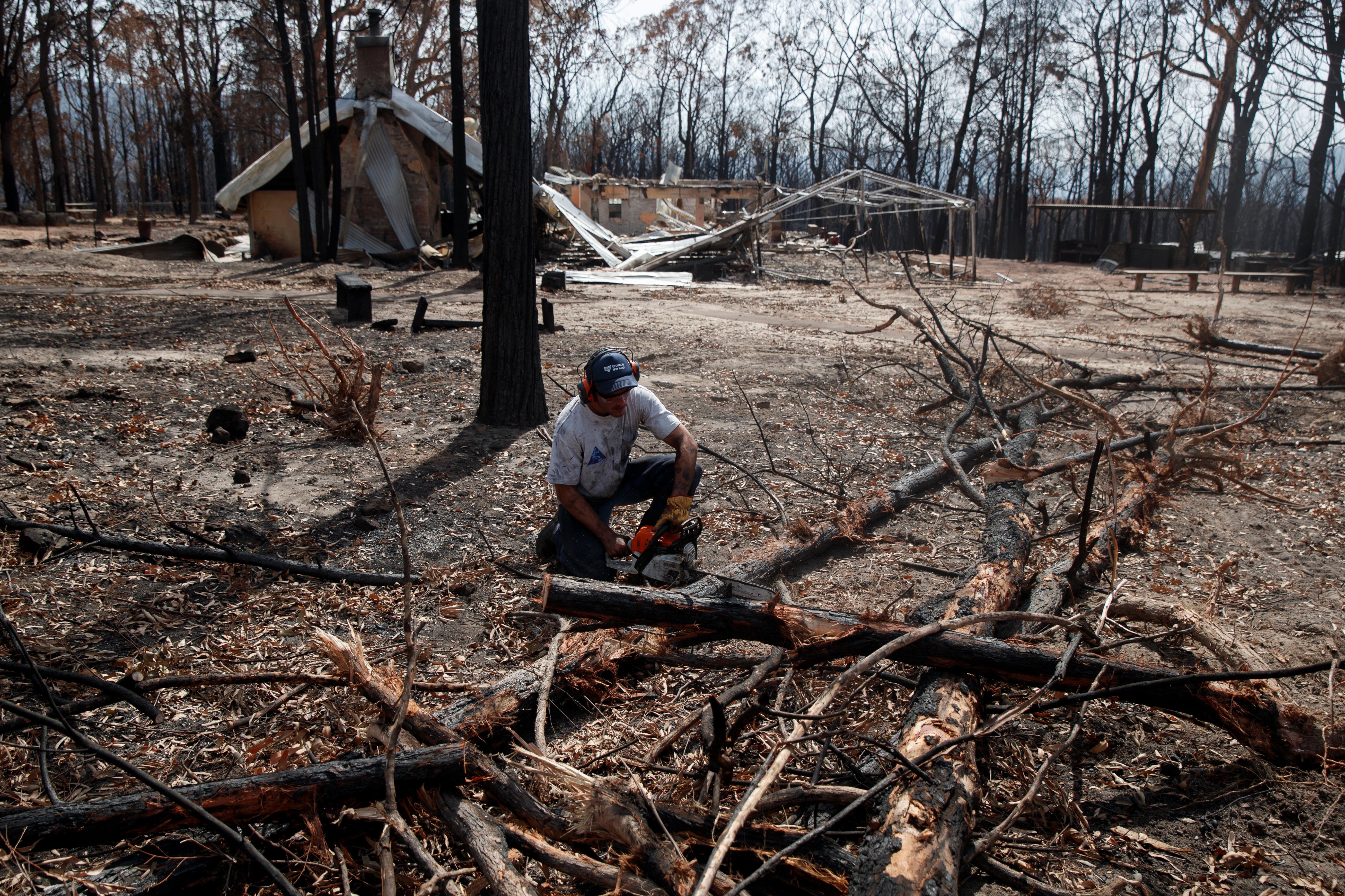 L'Australie pleure les pompiers américains alors que l'enquête sur l'écrasement d'un avion commence