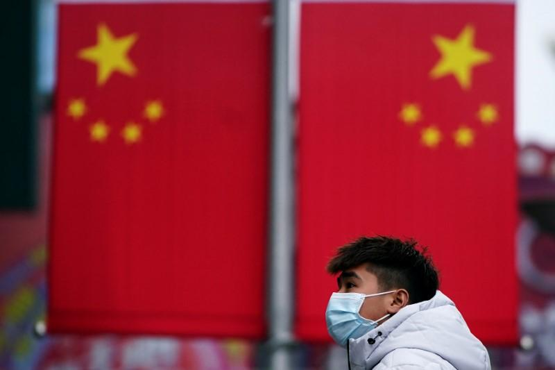 China heads into Lunar New Year on shutdown as virus spreads