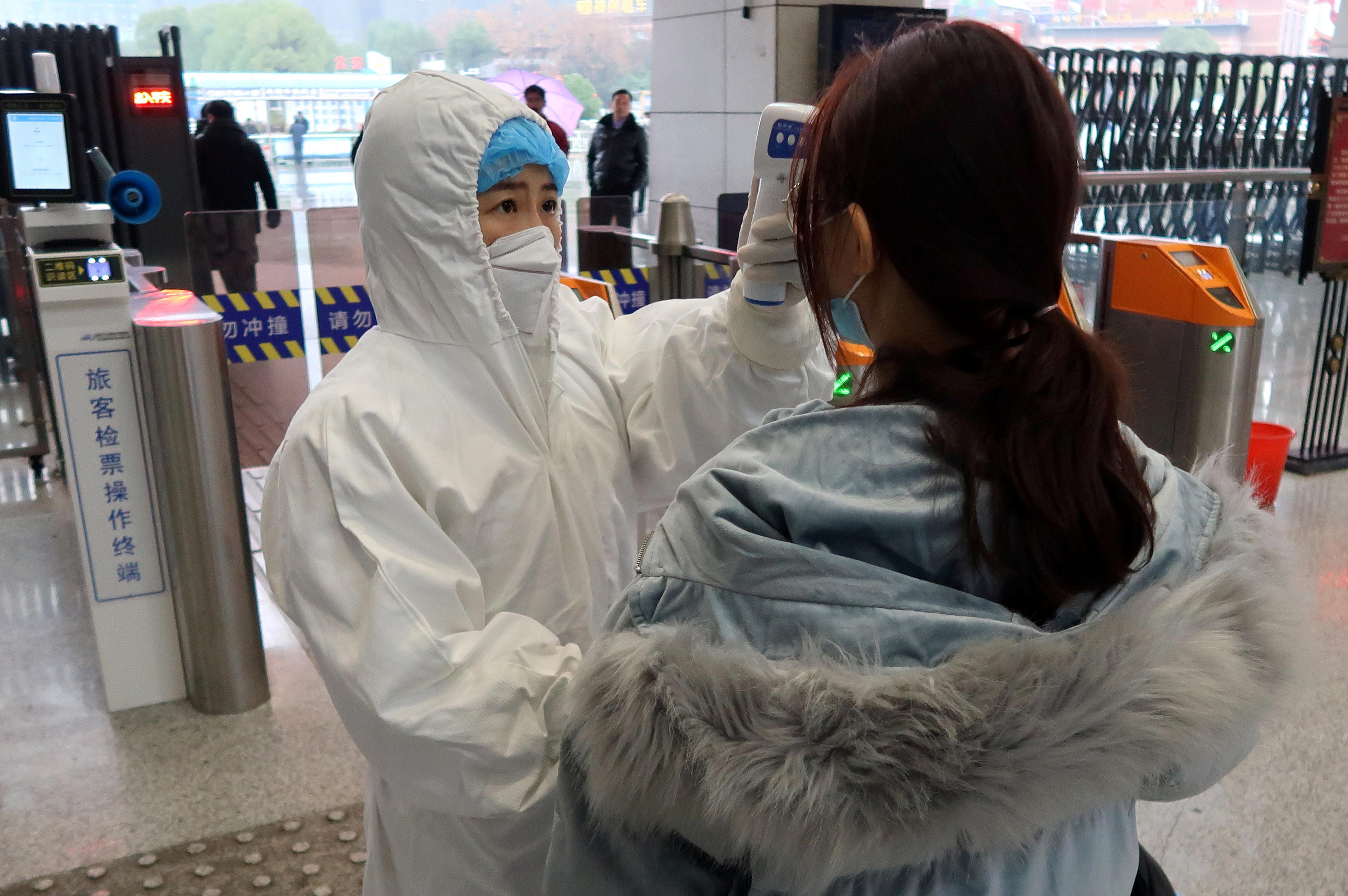 La Chine entre dans la nouvelle année lunaire à l'arrêt alors que le nombre de virus atteint 26