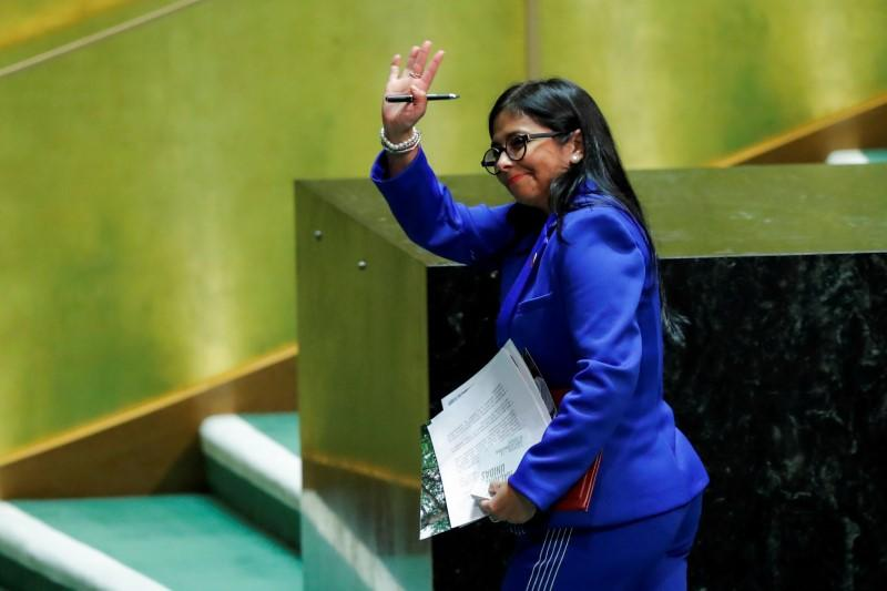 Furor in Spain over minister's airport meeting with Maduro aide