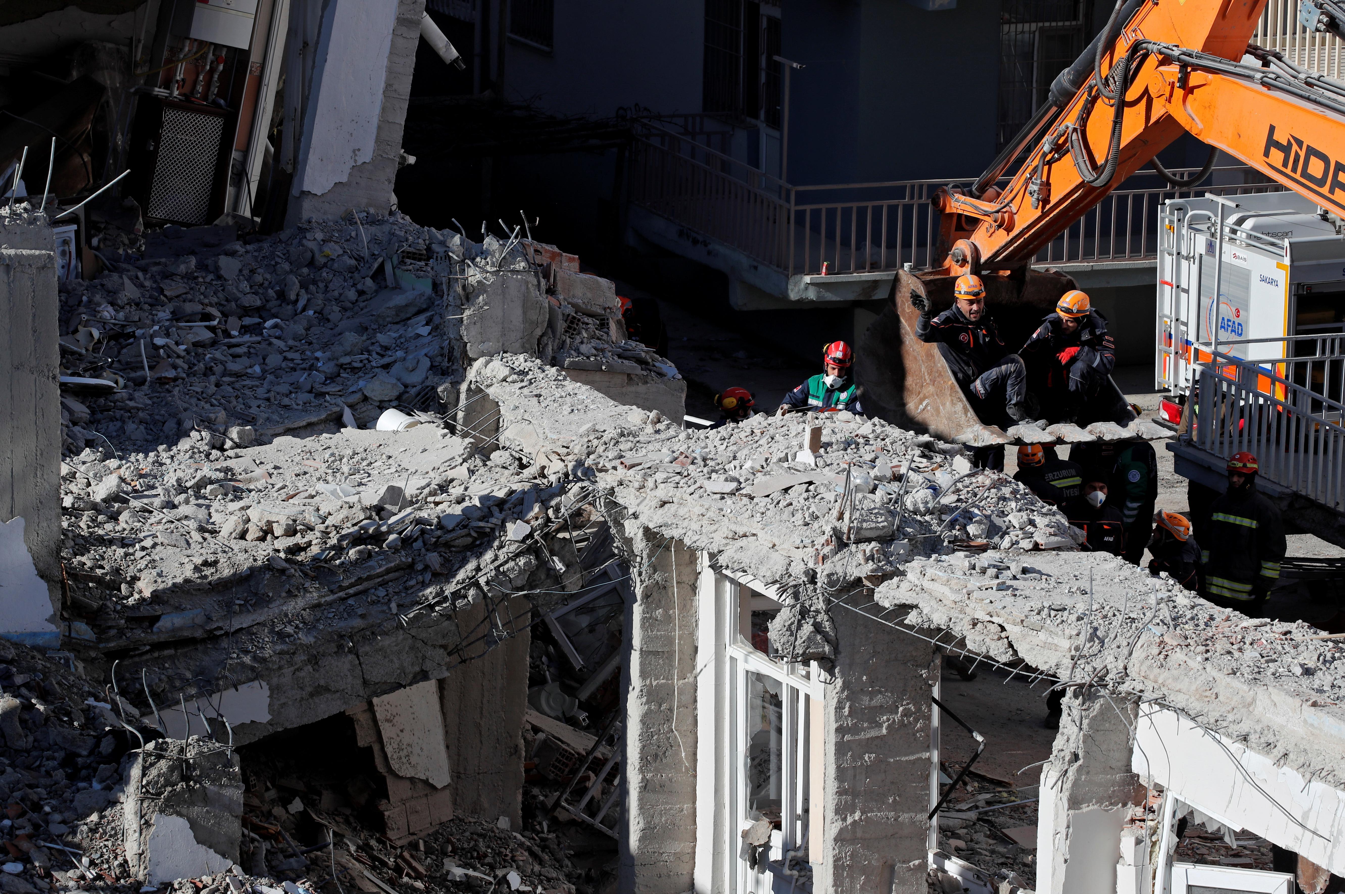Le sauvetage après le tremblement de terre de Turquie s'achève après que des dizaines de personnes aient été décrochées