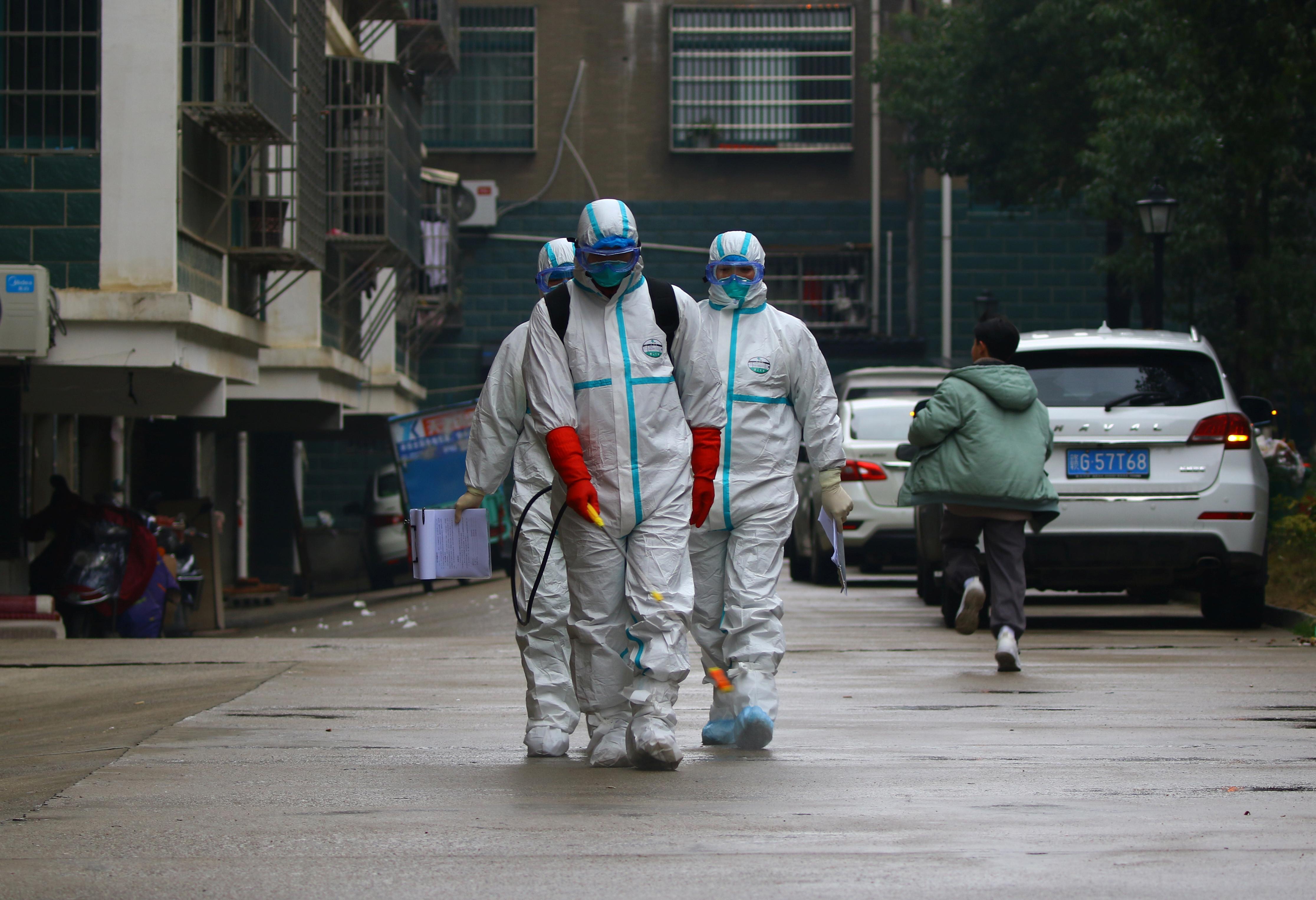 Hong Kong bans entry of visitors from China virus province