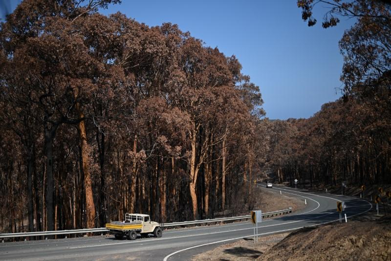 Australia readies for more bushfires with temperatures set to soar