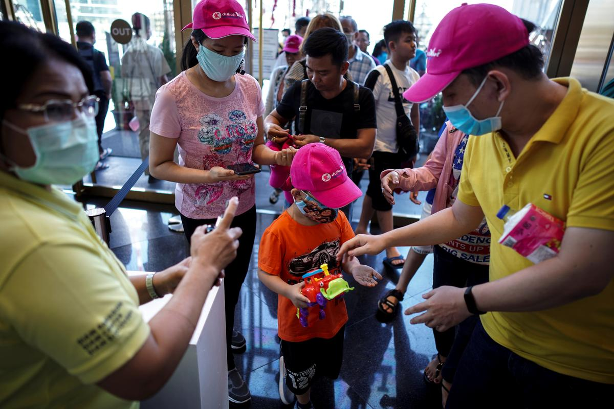 Thailand expects Chinese tourists to fall by two...