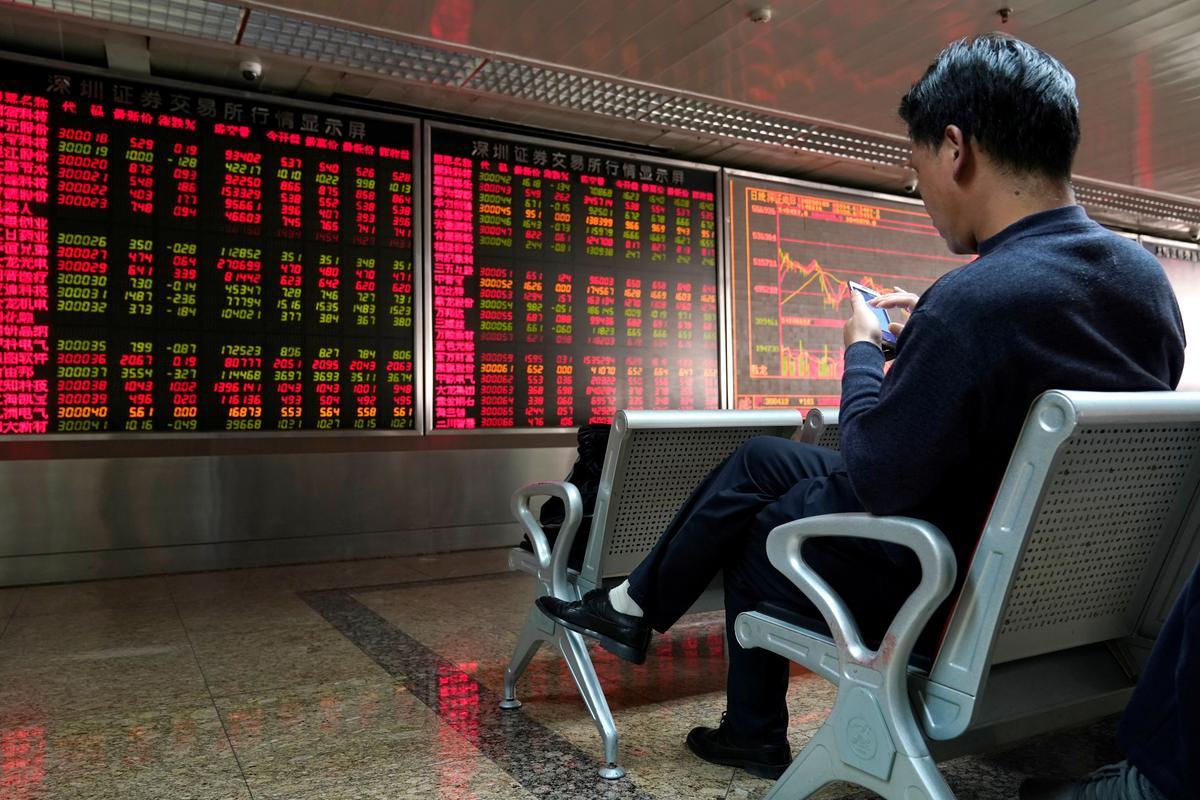 Asian stocks rise as Apple drives tech gains, virus worries ease