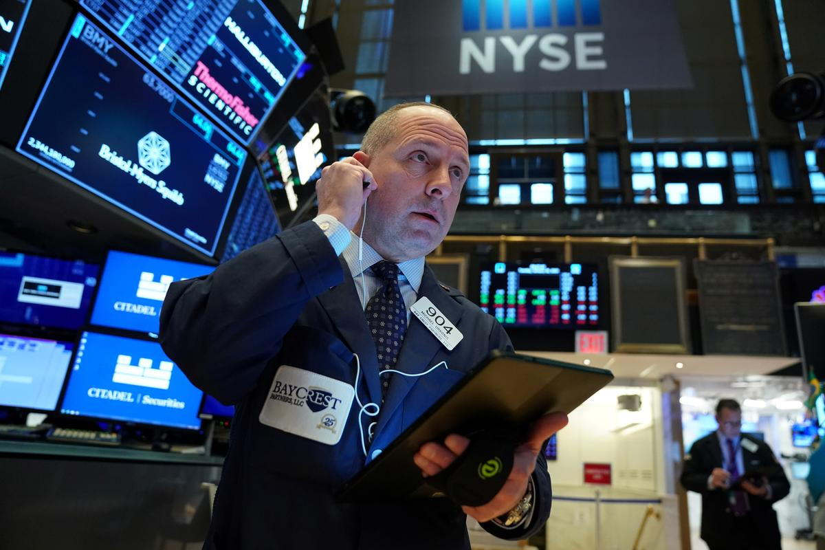 Apple, Boeing bolster Wall Street at open