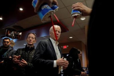 Democratic hopefuls sprint across Iowa