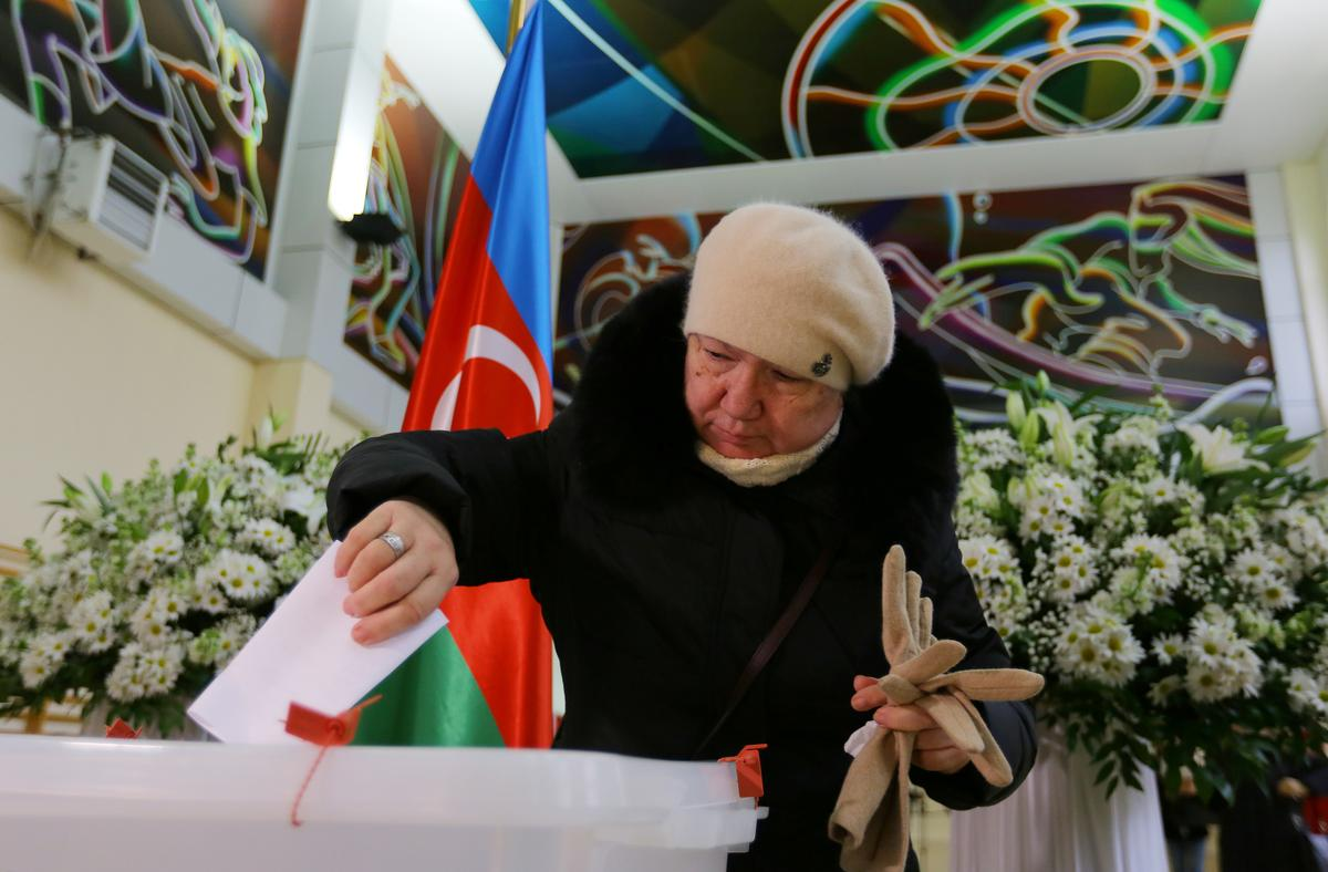 Azeris head to polls as president moves to modernize parliament