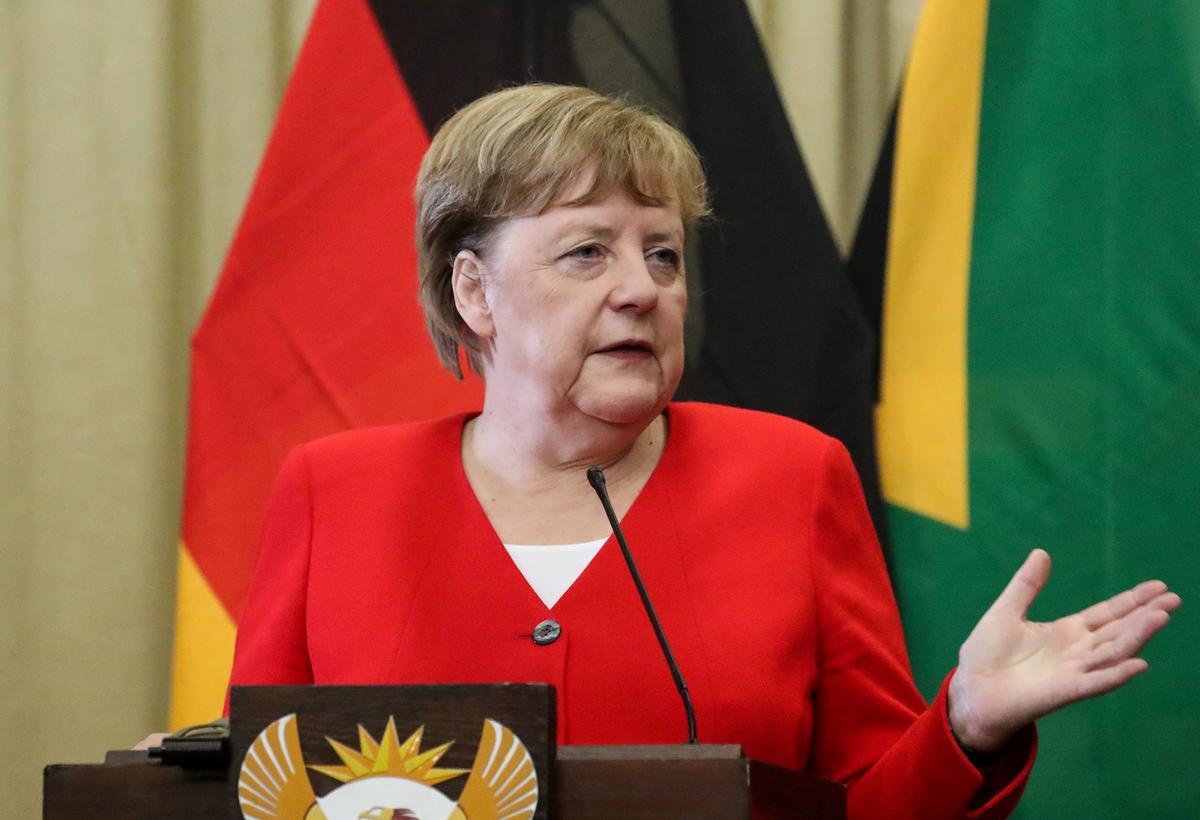 Merkel supports Kramp-Karrenbauer in her desire to remain defense minister: spokesman