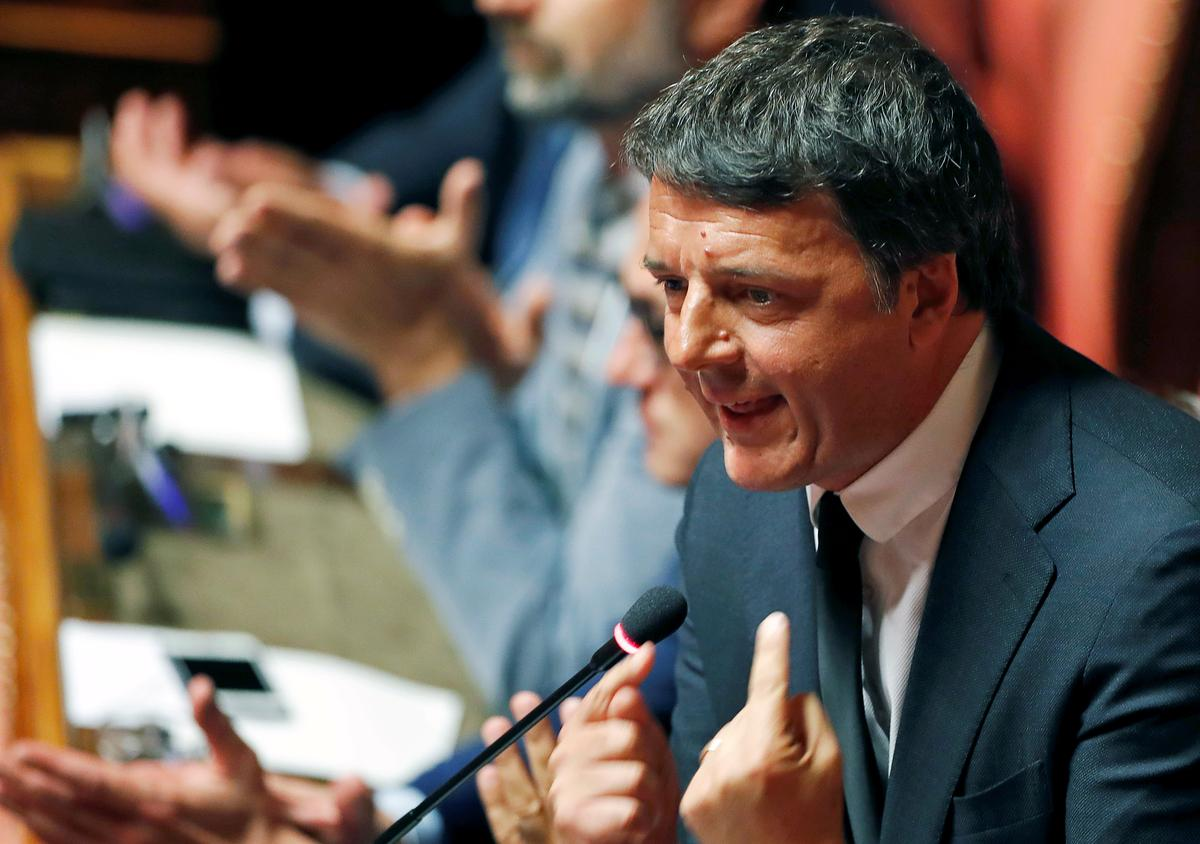 Italy's Renzi threatens government with no-confidence motion in 5-Star minister
