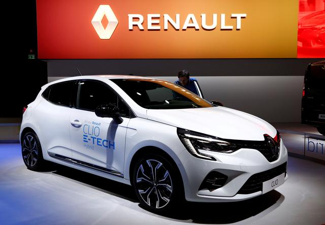FILE PHOTO: A Renault Clio E-Tech Hybrid car is seen at Brussels Motor Show, Belgium, January 9, 2020. REUTERS/Francois Lenoir/File Photo