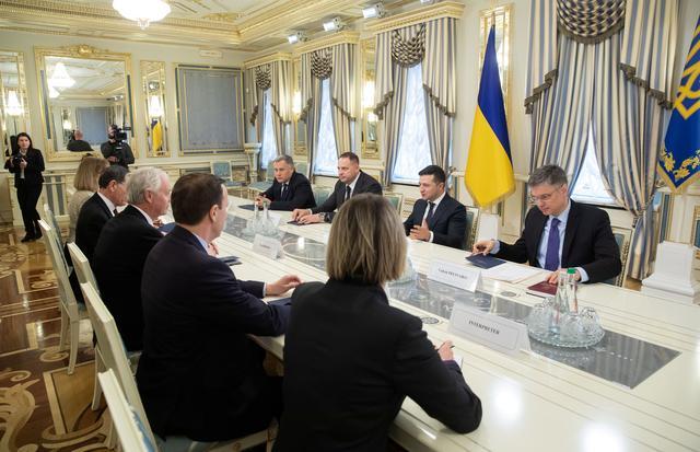 Ukrainian President Volodymyr Zelenskiy meets with U.S. Senators Ron Johnson, John Barrasso and Chris Murphy in Kiev, Ukraine February 14, 2020. Ukrainian Presidential Press Service/Handout via REUTERS